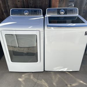 Samsung Washer And Gas Dryer With Steam Cycles And Sensor Drying for Sale in Redlands, CA