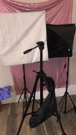 Canon T3i camera, Tripod, Soft Box Lights for Sale in Granite City, IL