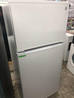 "Kenmore 30"" 18 Cu ft top freezer refrigerator for Sale in Philadelphia, PA"
