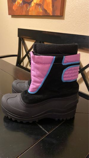 Kids girls size 3 snow boots for Sale in Torrance, CA