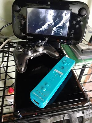 Nintendo wii U 3 remotes and 5 games for Sale in Florida City, FL
