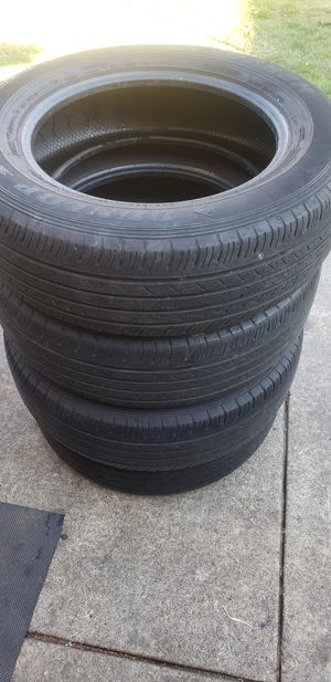 "17"" Dunlop Grandtrek ST30 225/65R17 for Sale in Tacoma, WA"