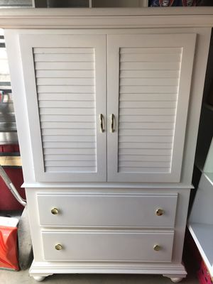 Dresser/TV stand for Sale in Plain City, OH