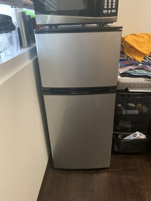 Mini Refrigerator for Sale in Tampa, FL
