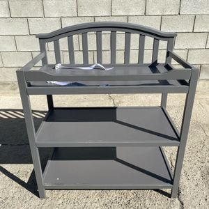 Berkley changing table for Sale in Burbank, CA