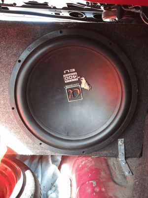 2 15 inch speakers. 1 pyramid america 2000 watt amplifier for Sale in Kannapolis, NC