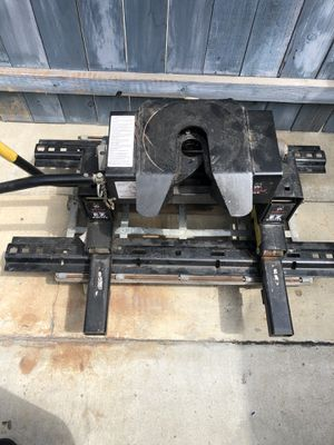 Husky 16K EZ Roller fifth wheel hitch for Sale in Fountain Valley, CA
