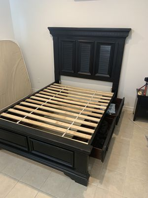 Queen bed Frame for Sale in McAllen, TX