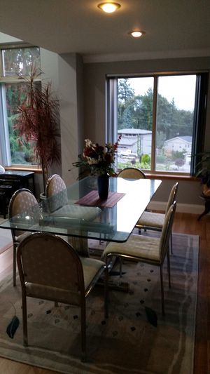 Retro glass dining room table for Sale in Mountlake Terrace, WA
