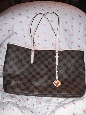 MICHAEL KORS BEAUTIFUL RARE CHECKERBOARD TOTE for Sale in Stockton, CA