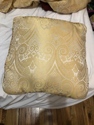 Cute golden design pillow for Sale in Brooklyn, NY