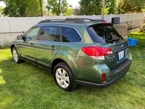 2011 Subaru Outback 2.5 limited Super Clean for Sale in Cranston, RI