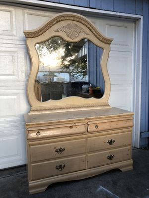 6 Drawer Bedroom Chest Dresser w/Mirror for Sale in Fresno, CA