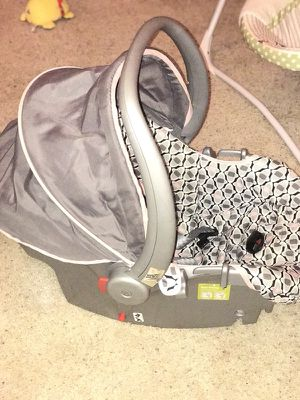 Baby's white and gray safety 1st vehicle seat carrier for Sale in Austin, TX