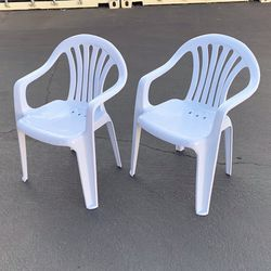 """New $22 set of (2pcs) Stacking Plastic Chair with Armrest Outdoor Patio Furniture Chairs 21x21x31"""" for Sale in El Monte,  CA"""