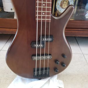 GSR 200B1P - 02 4 strange bass guitar . In excellent conditions for Sale in Hayward, CA