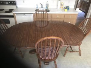 Kitchen table + chairs. for Sale in Cleveland, OH