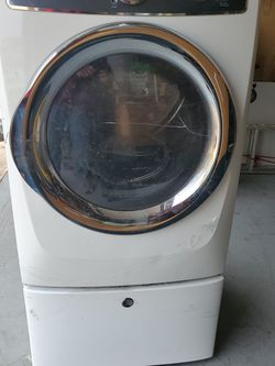 Gas Dryer - Electrolux for Sale in Rialto,  CA