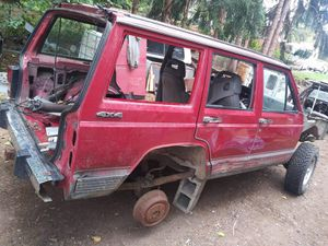90's style Jeep Cherokee for parts. NO CAT for Sale in Vancouver, WA