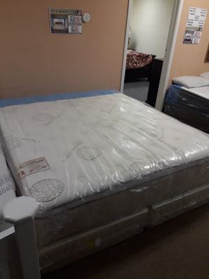 New royal memory foam queen mattress and box spring for Sale in Lakewood, CA