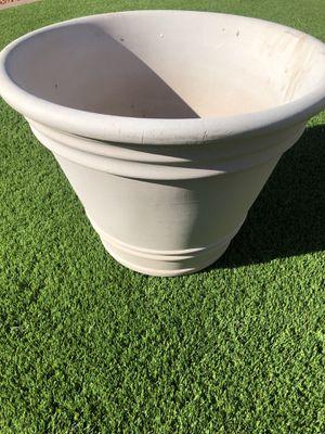 Medium Sized Flower Pot for Sale in Phoenix, AZ