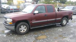 2001 Chevy Silverado z71 200k miles runs and drives!! for Sale in Oxon Hill, MD