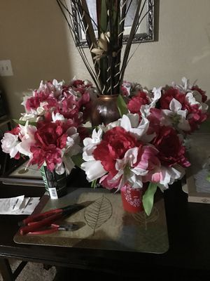 Vases and flower bouquets for Sale in Beaumont, TX