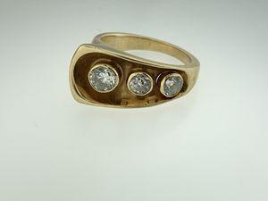 VINTAGE OLD MINE CUT 1.10 CARAT DIAMOND 3 STONE 18K GOLD RING RETRO MID-CENTURY for Sale in Miami, FL