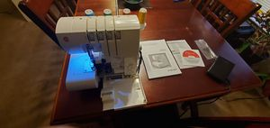 Singer 850 s4 threat serger for Sale in Fort Rucker, AL