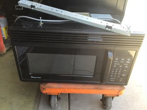 MAGIC CHEF MICROWAVE WORKS GREAT for Sale in Glendale, AZ