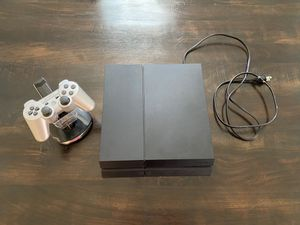 PlayStation 4 w/ Controller and Charging Controller Stand (2 Ports) for Sale in Tamarac, FL