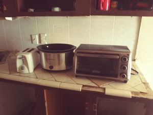 Toaster Oven crook pot and toaster for Sale in El Paso, TX