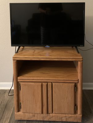 "32"" TCL Roku TV with Entertainment Stand for Sale in College Station, TX"