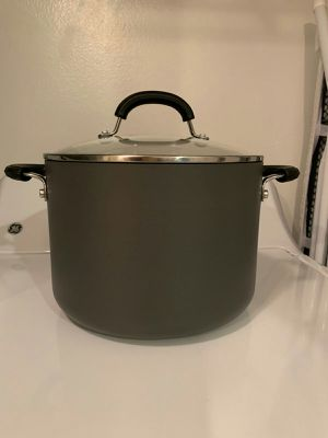 CIRCULON HARD ANODIZED DURABILITY 8QT/ 7.6L WITH COVER; BARELY USED for Sale in Fort Myers, FL