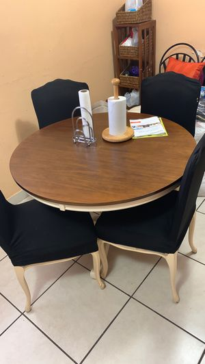 Kitchen table for Sale in Opa-locka, FL