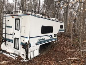 Camper needs cleaning everything work in it need gone ASAP for Sale in Huntingtown, MD
