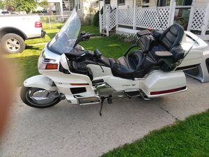 95 anniversary gold wing for Sale in Toledo, OH