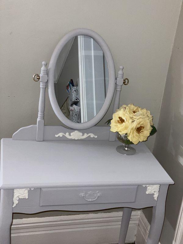 Vanity & Matching Stool Set