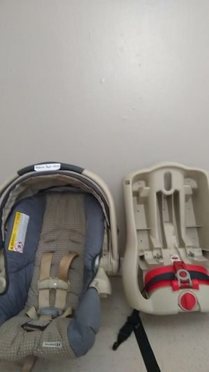 Graco car seat with snuglock Base for Sale in Van Buren, AR