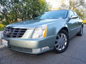 FULLY LOADED 2006 CADILLAC DTS! CLEAN TITLE! LOW MILES! CARFAX INCLUDED! for Sale in San Bernardino, CA