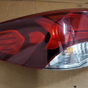 2018 2019 HYUNDAI SONATA TAIL LIGHT OEM LEFT DRIVER SIDE for Sale in Hawthorne, CA
