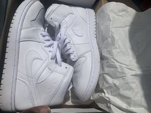 AUTHENTIC!!! Triple white jordan 1's size 8.5 worn still in good condition my price is lowest I'll go for Sale in Largo, FL