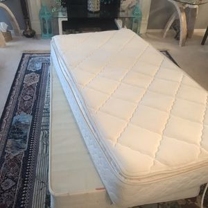 Twin mattress /box spring for Sale in Ridgefield, WA
