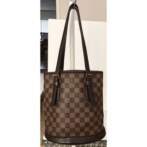 Authentic Louis Vuitton Damier Ebene Marais Bucket Shoulder Tote Bag for Sale in West Covina, CA