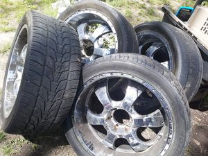 22 inch chrome rims 6 lugs 305 40 22 for Sale in Atlanta, GA