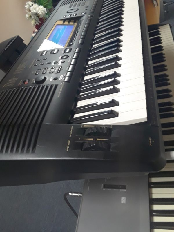 keyboard Yamaha PSR 730 almost new conditions!! Profesional best edition! Con sonidos del 064 awallian guitars. doble pitch disquet.