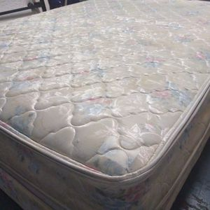 Queen Mattress And Box Spring. Free Delivery. for Sale in Orlando, FL