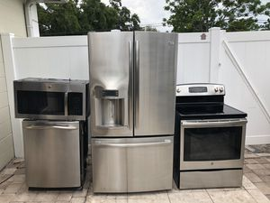 STAINLESS STEEL KITCHEN SET BY GE (General Electric) for Sale in Tampa, FL