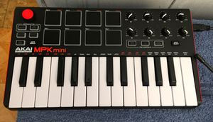 Akai MPK MUSIC INSTERMENT for Sale in Rockwell, NC