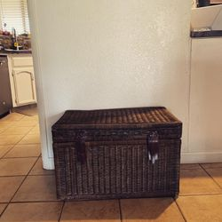 Wicker Chest for Sale in Fresno,  CA
